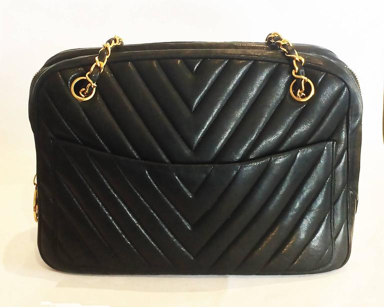 Authentic Chanel Black V Stitch Handbag Bag In Excellent Condition For Sale In Daylesford, AU