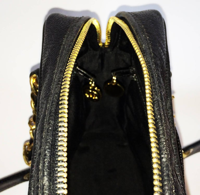 Women's Chanel black caviar leather crossbody bag handbag For Sale