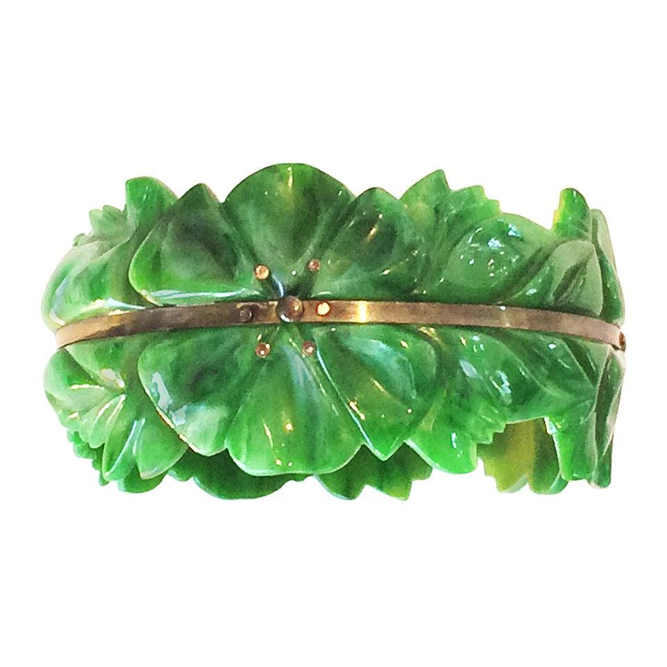 Art Deco carved spinach green bakelite bangle bracelet 1