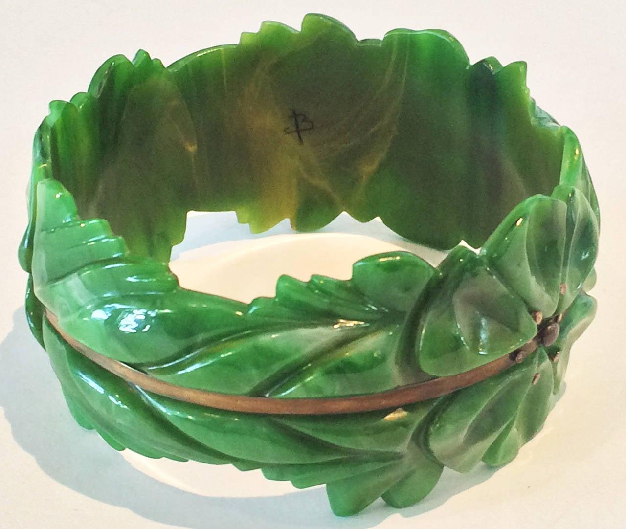Art Deco carved spinach green bakelite bangle bracelet 2