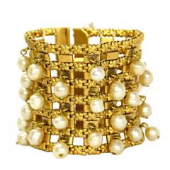CHANEL Vintage 1950s/60's Goldtone Bracelet W/Hanging Pearls