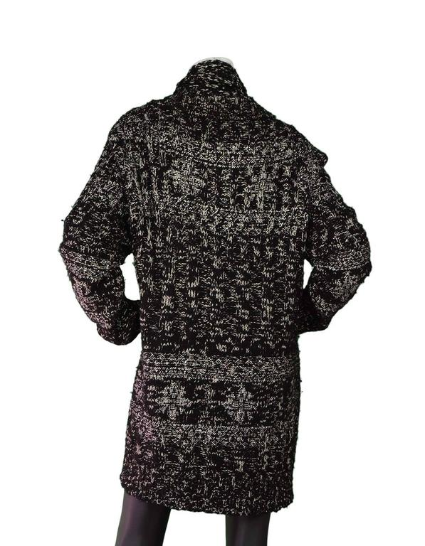 Chanel Black & White Chunky Knit Cardigan & Scarf Set sz 50 In Excellent Condition In New York, NY