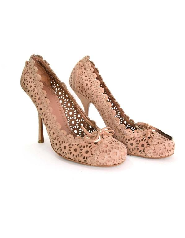 Alaia Nude Laser Cut Suede Pumps sz 39.5 In Good Condition In New York, NY