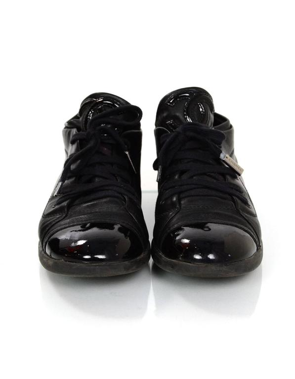 Chanel Black Leather CC Sneakers sz 38 w/DB In Excellent Condition For Sale In New York, NY
