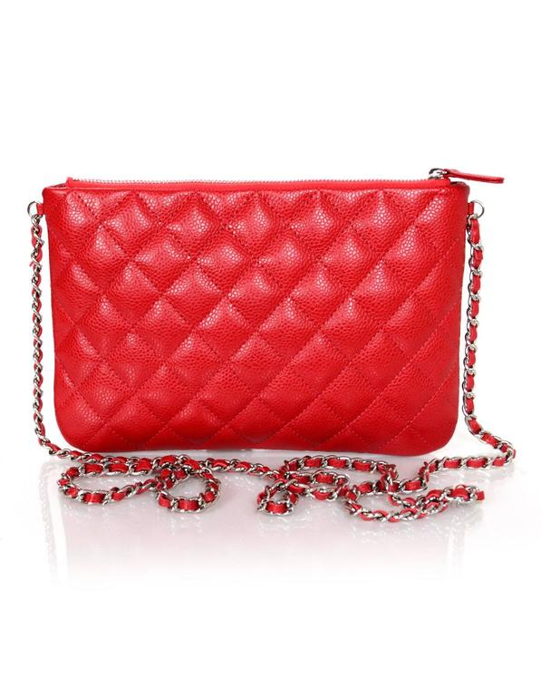 e73860466d5c6f Chanel Red Quilted Caviar Leather Daily Zippy Crossbody Bag In Excellent  Condition For Sale In New