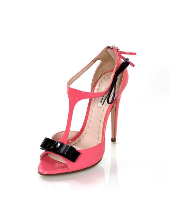 e708dca4deec Miu Miu Pink Patent Leather T-Strap Sandals Sz 38 NIB Features black bow  detail