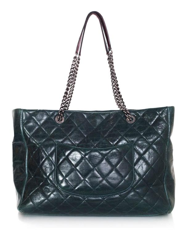 Chanel Green Distressed Leather Quilted CC Tote Bag In Excellent Condition For Sale In New York, NY