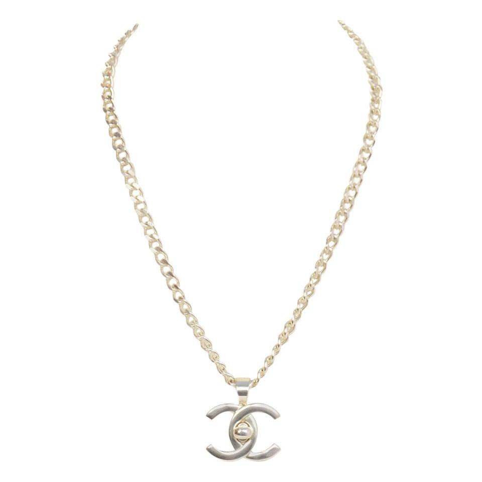 chanel vintage 1996 silvertone chain necklace w cc twist