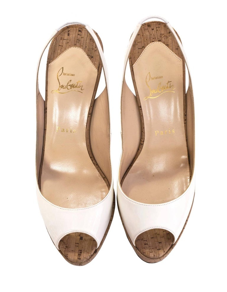 Christian Louboutin White Patent & Cork Peep-Toe Pumps Sz 38.5 In Excellent Condition For Sale In New York, NY
