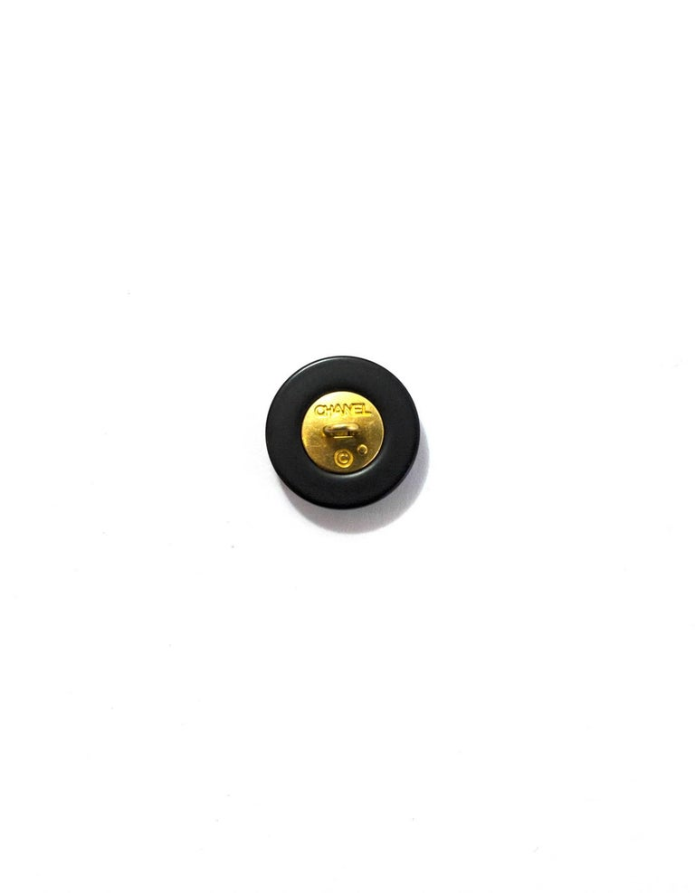 Chanel Set of Five Black.Gold Textured CC 18mm Buttons In Excellent Condition For Sale In New York, NY