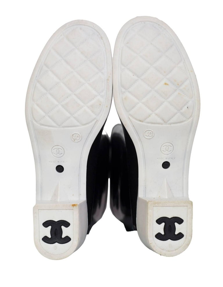 Chanel Black and White Rubber CC Rain Boots Sz 40 For Sale 1