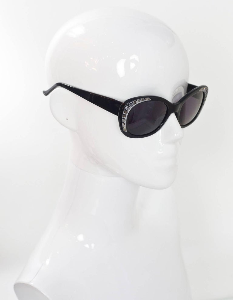 Judith Leiber JL1623 Black Deja Vu Crystal Sunglasses In Excellent Condition For Sale In New York, NY