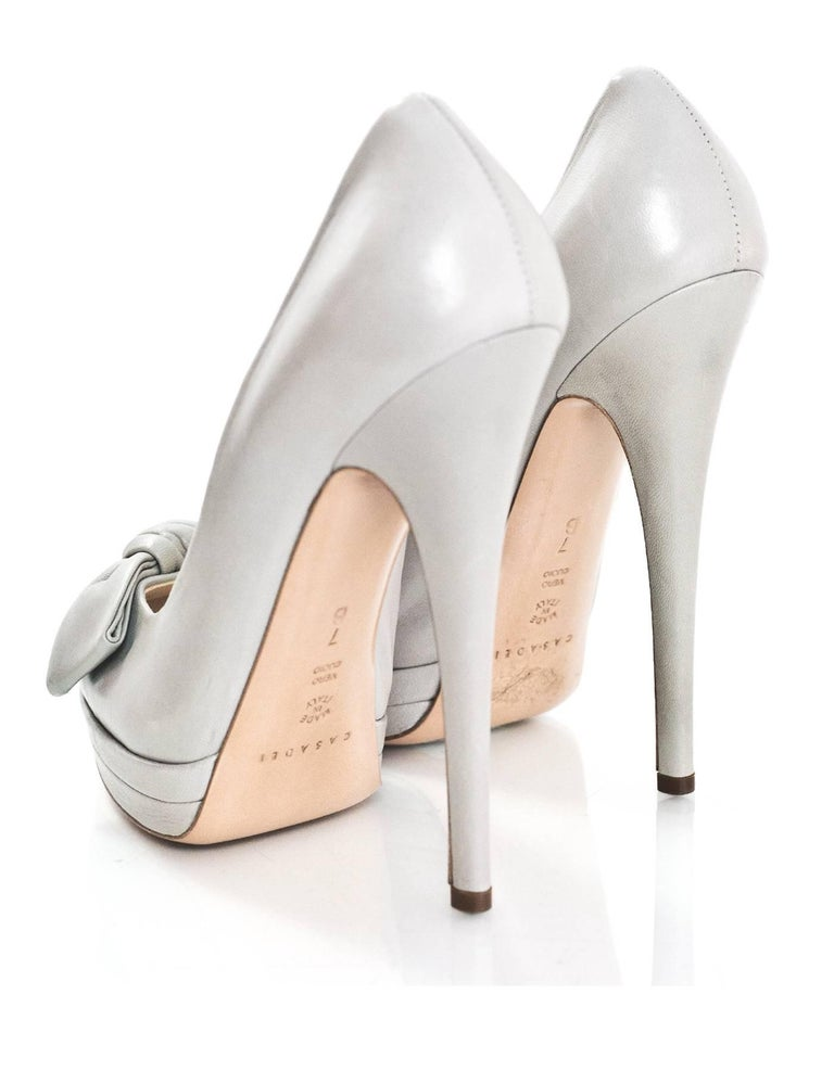 Casadei Grey Leather Pumps Sz 7 In Excellent Condition For Sale In New York, NY
