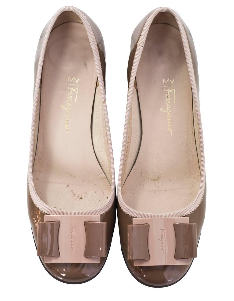 Brown Salvatore Ferragamo Taupe Patent Leather Bow Pumps Sz 5 For Sale