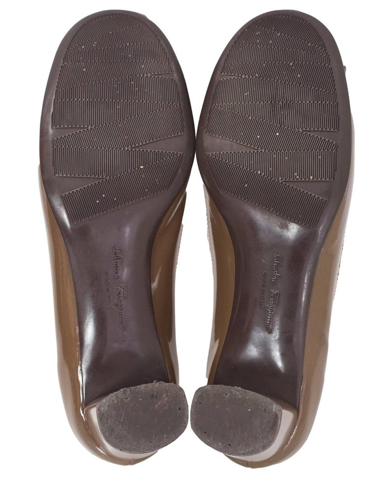 Women's Salvatore Ferragamo Taupe Patent Leather Bow Pumps Sz 5 For Sale