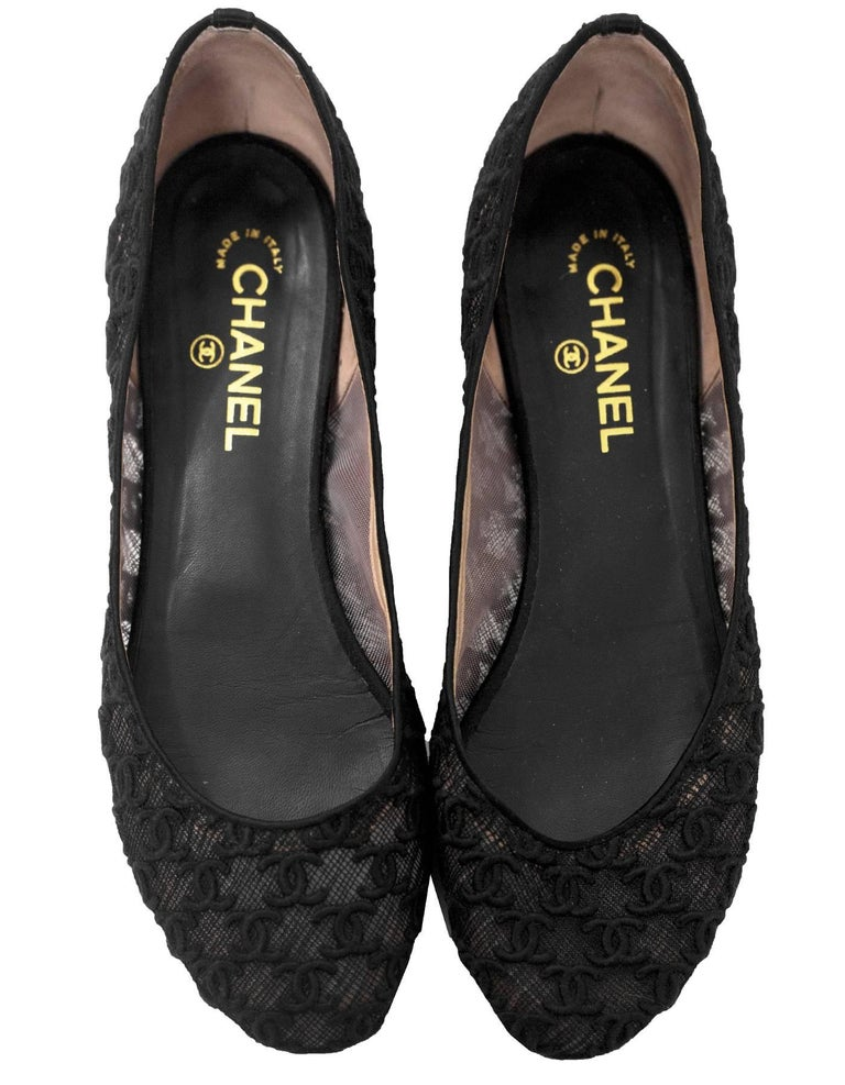 Chanel Black CC Mesh Ballet Flats Sz 42 In Excellent Condition For Sale In New York, NY
