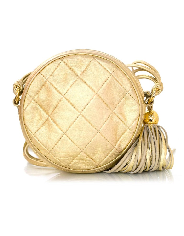 Women's Chanel Vintage '90s Gold Lambskin Leather Quilted Circle Crossbody Bag For Sale