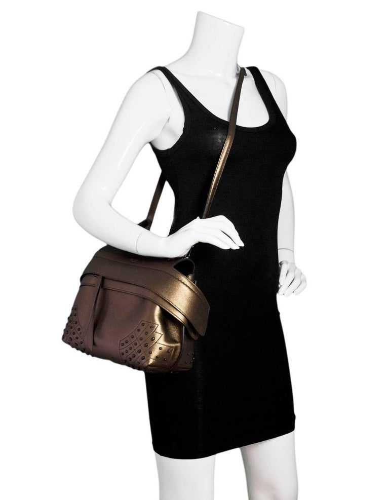 Tod's Bronze Small Wave Gommini Top Handle Bag with Strap rt. $2,165 In Excellent Condition For Sale In New York, NY
