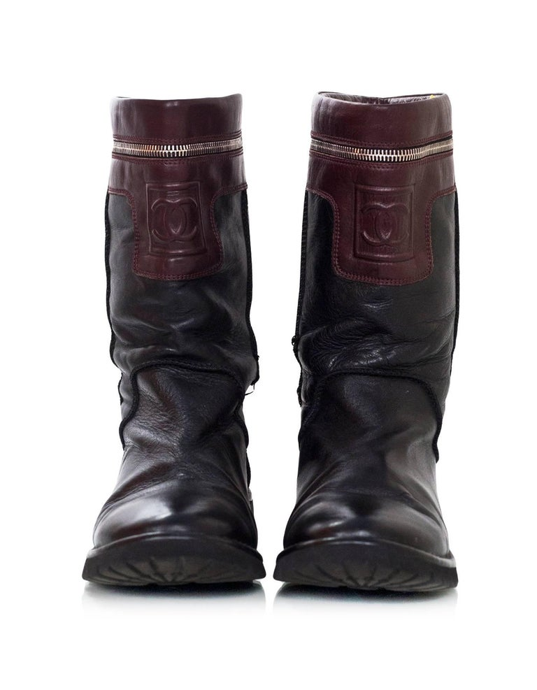 Chanel Black & Burgundy Calfskin Moto Zipper Boots Sz 40 In Good Condition For Sale In New York, NY