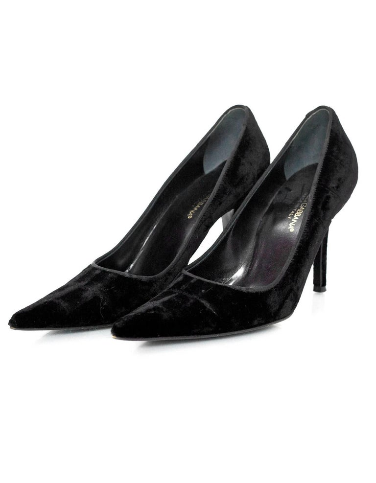 Dolce & Gabbana Black Velvet Pumps Sz 38  Made In: Italy Color: Black Materials: Velvet Closure/Opening: Slide on Sole Stamp: Dolce & Gabbana Vero Cuoio Made in Italy 38 Overall Condition: Excellent pre-owned vintage condition with the exception of