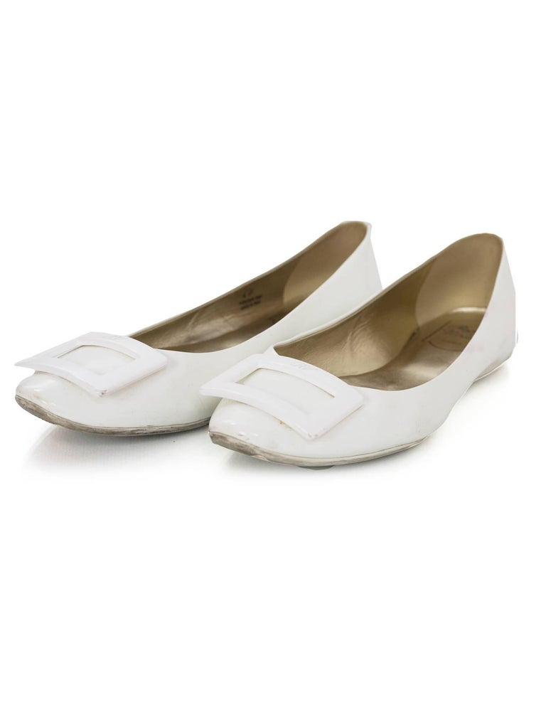 Roger Vivier White Patent Gommette Ballerina Flats Sz 40  Made In: Italy Color: White Materials: Patent leather Closure/Opening: Slide on Sole Stamp: RV Made in Italy Women's size 40 Retail Price: $550 + tax Overall Condition: Very good pre-owned