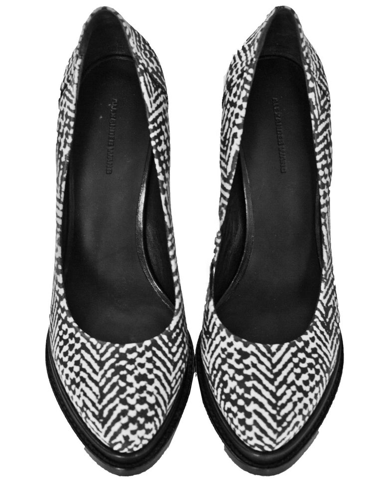 Alexander Wang Black & White Pumps Sz 40 In Excellent Condition For Sale In New York, NY