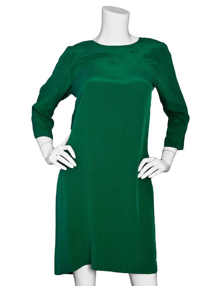 Nieves Lavi Green Silk Dress Sz 6  Made In: China Color: Green Composition: 100% Silk Closure/Opening: Pull over with single buttin closure at back of neck Overall Condition: Excellent pre-owned condition  Marked Size: 6 Bust: 36 Waist: 38