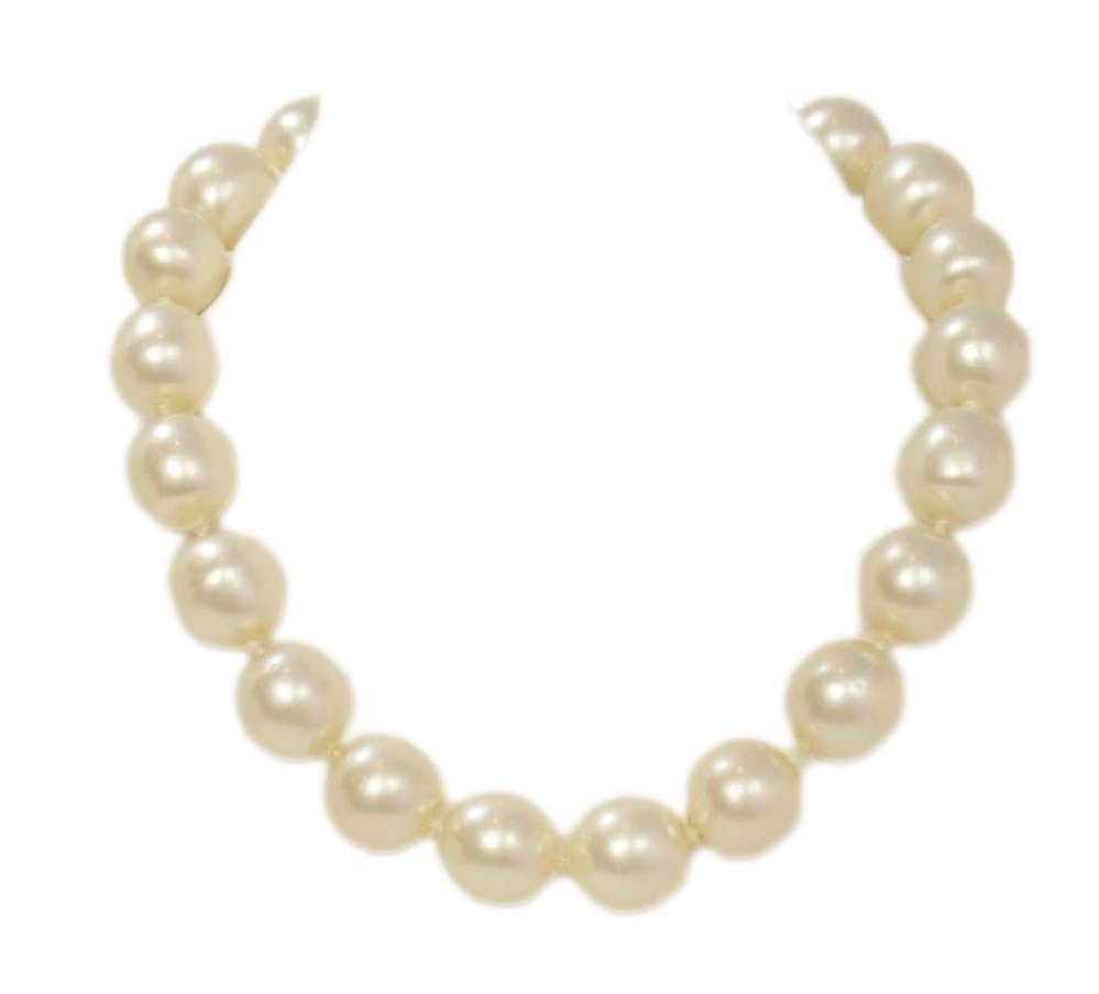 CHANEL Vintage 1950's-1960's Large Pearl Choker w/Quilted Toggle 2