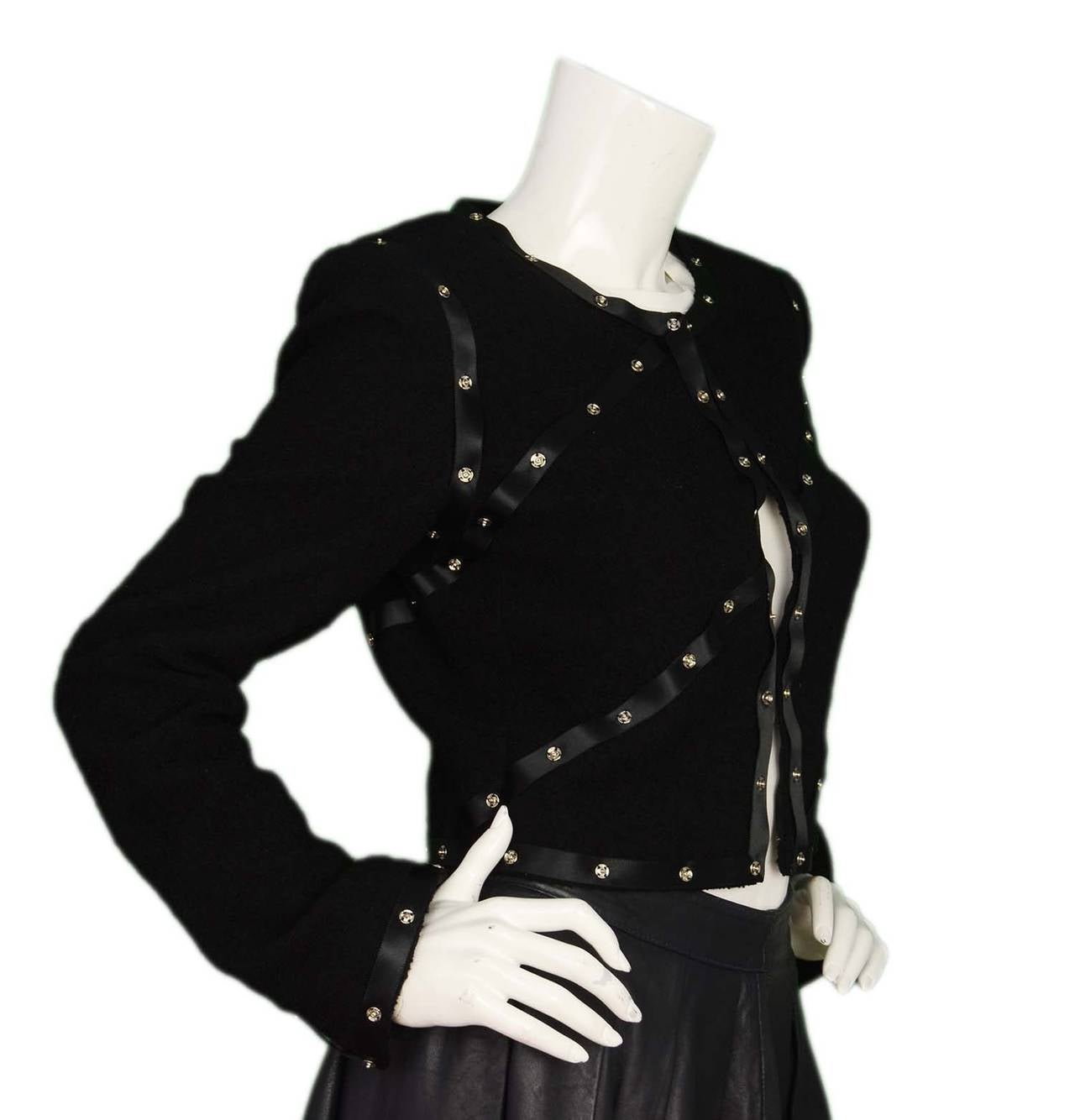 CHANEL 2003 Black Boucle Cropped Jacket w/Snap Detailing sz 40 2