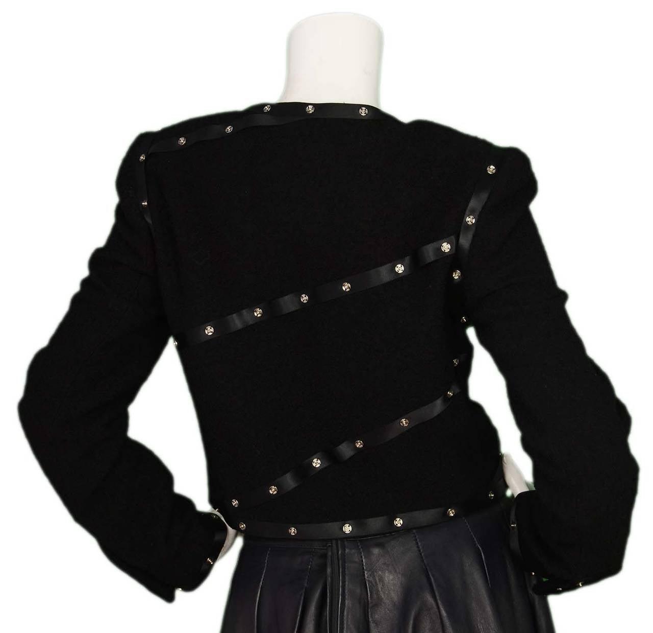CHANEL 2003 Black Boucle Cropped Jacket w/Snap Detailing sz 40 3