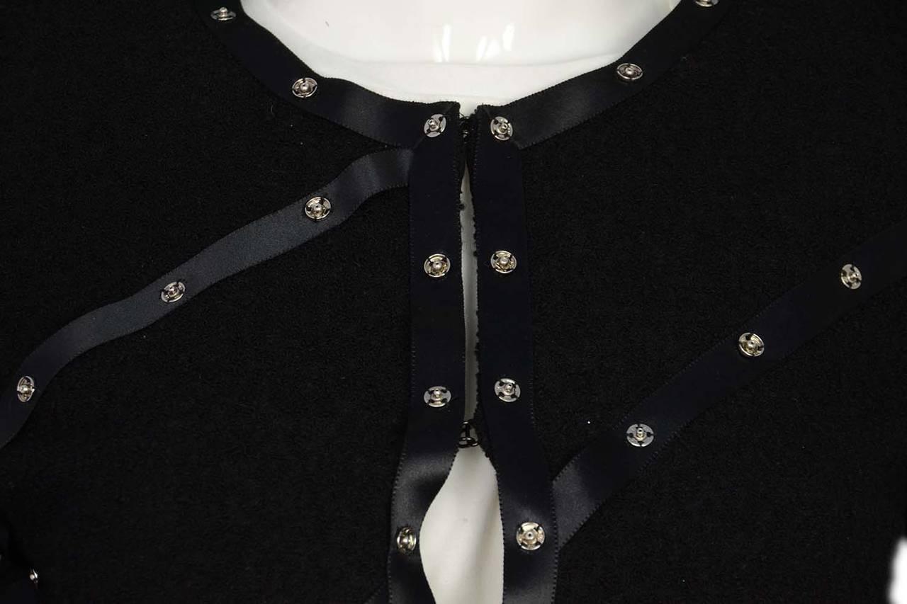 CHANEL 2003 Black Boucle Cropped Jacket w/Snap Detailing sz 40 4