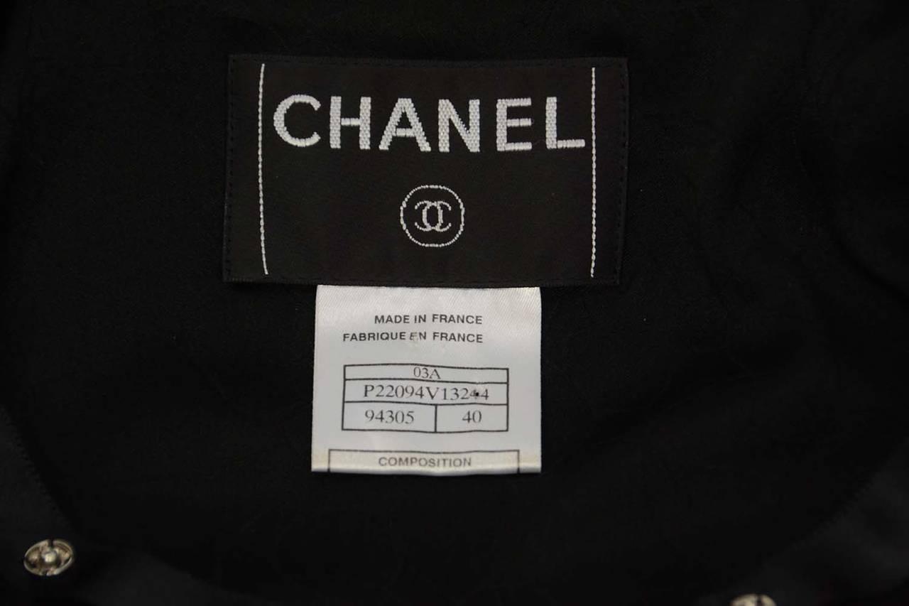 CHANEL 2003 Black Boucle Cropped Jacket w/Snap Detailing sz 40 6