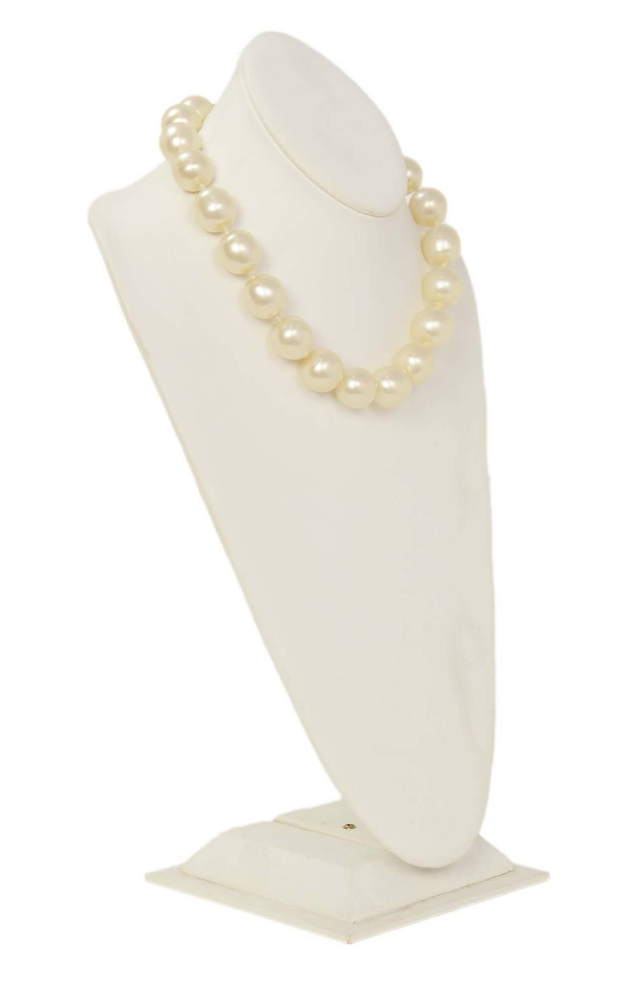 CHANEL Vintage 1950's-1960's Large Pearl Choker w/Quilted Toggle 3