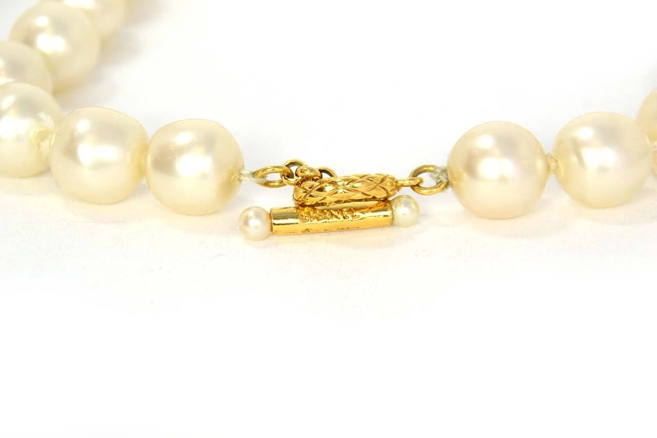 CHANEL Vintage 1950's-1960's Large Pearl Choker w/Quilted Toggle 5