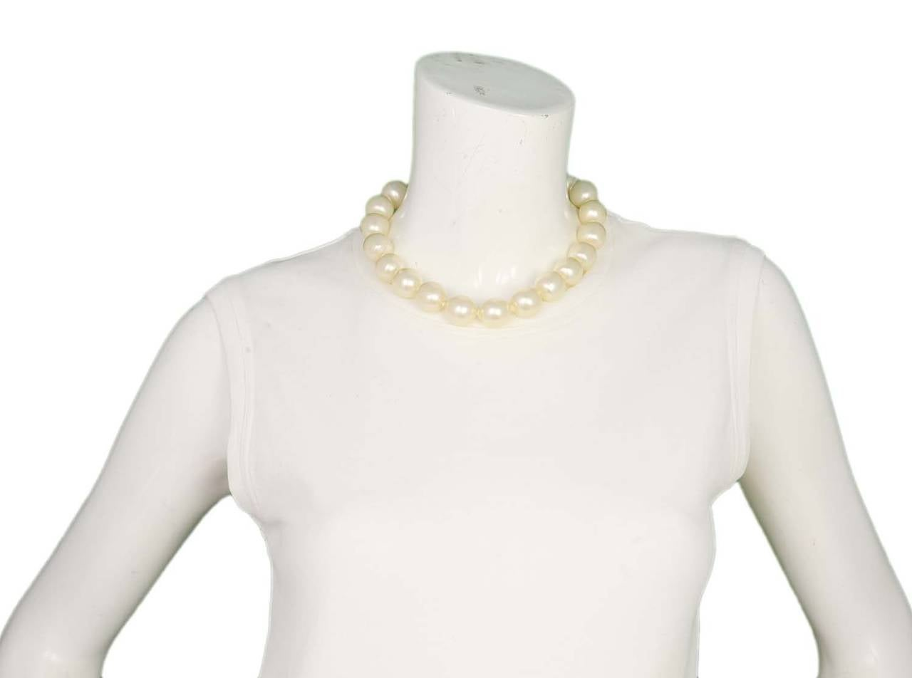 CHANEL Vintage 1950's-1960's Large Pearl Choker w/Quilted Toggle 6