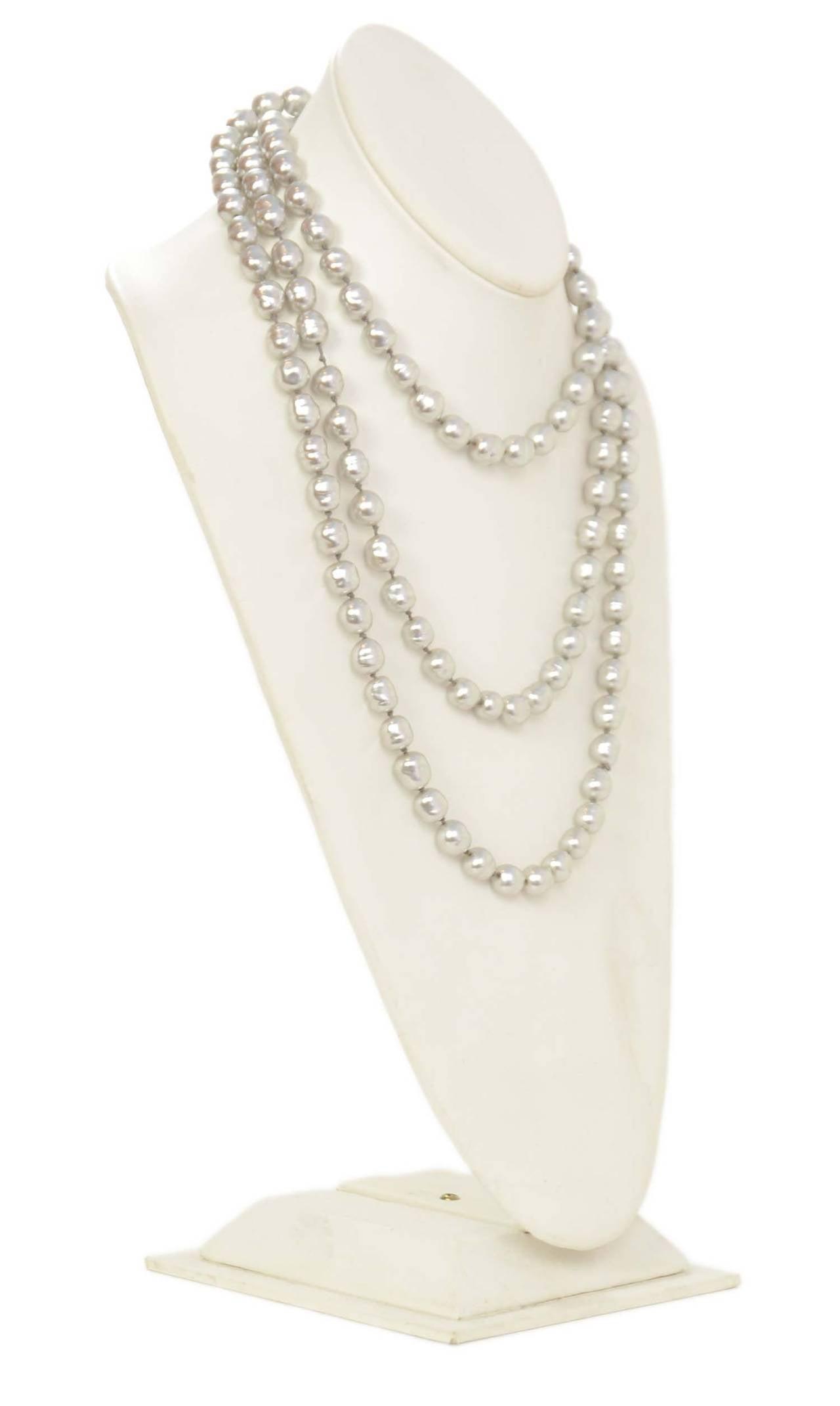 """CHANEL Vintage 1980's Grey 60"""" Pearl Necklace 3"""