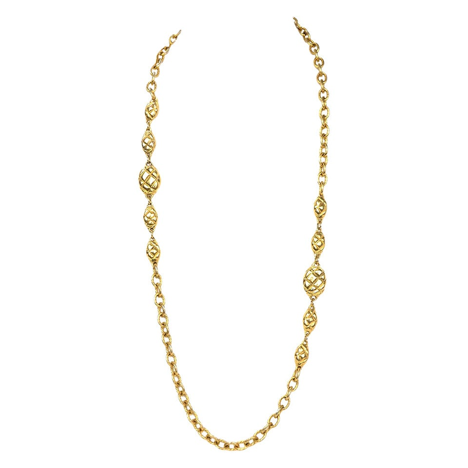 chanel vintage gold chain necklace w oval quilted pendant