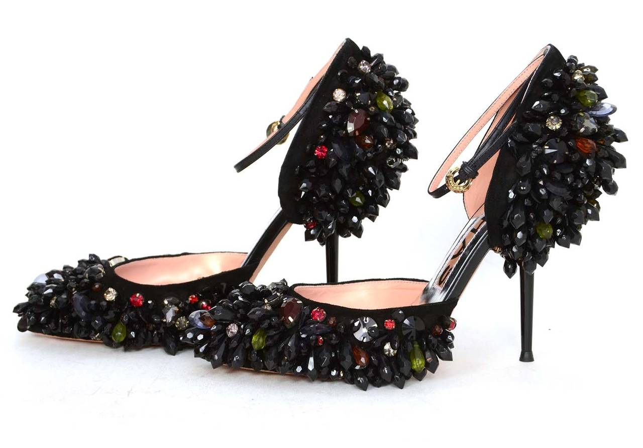 ROCHAS Black Embellished Pointed Toe Pumps sz 39 rt. $2,075 In Excellent Condition For Sale In New York, NY