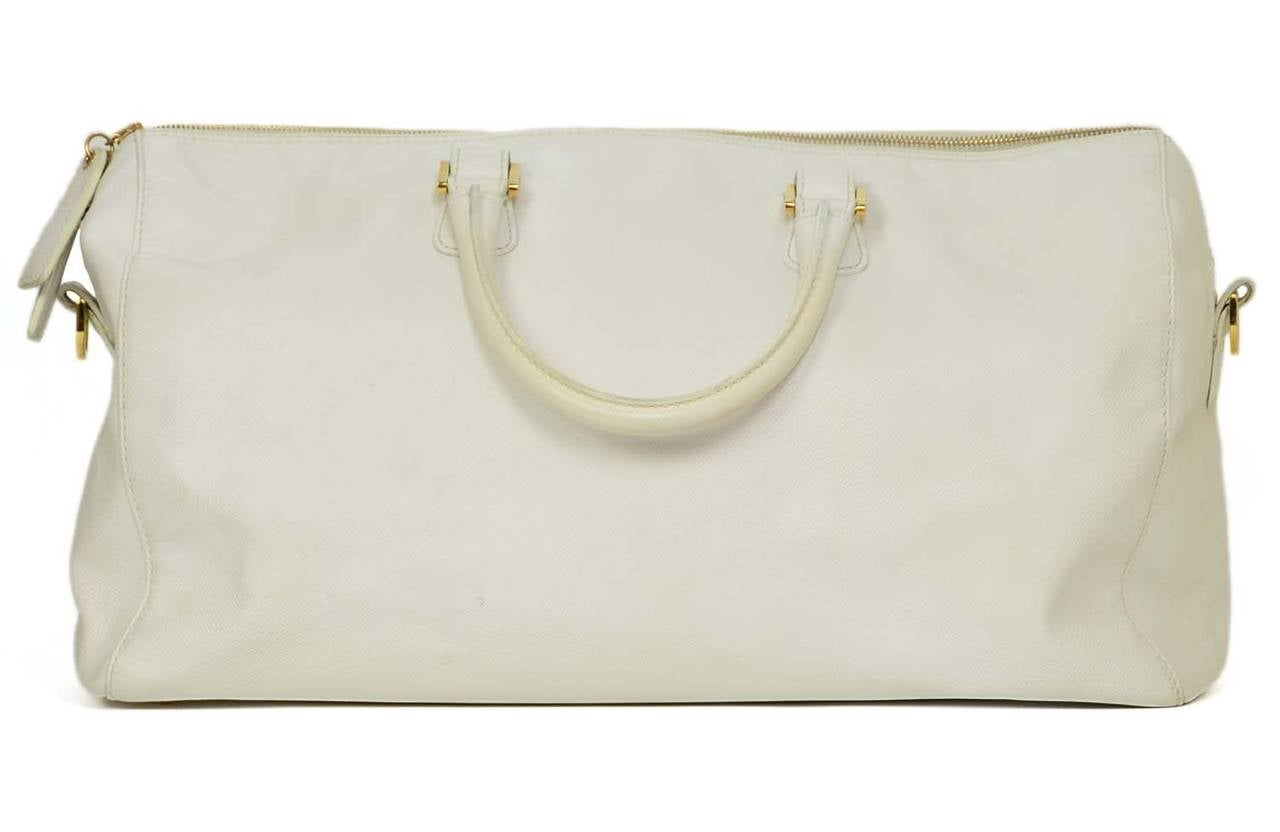 Chanel Vintage '90's White Caviar Duffle Bag GHW In Good Condition For Sale In New York, NY