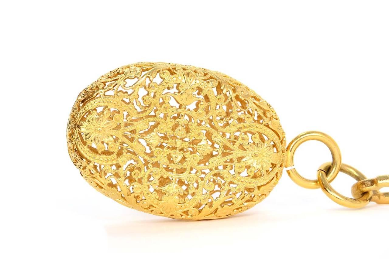 CHANEL Gold Chain Link Filigree Medallion Belt 3