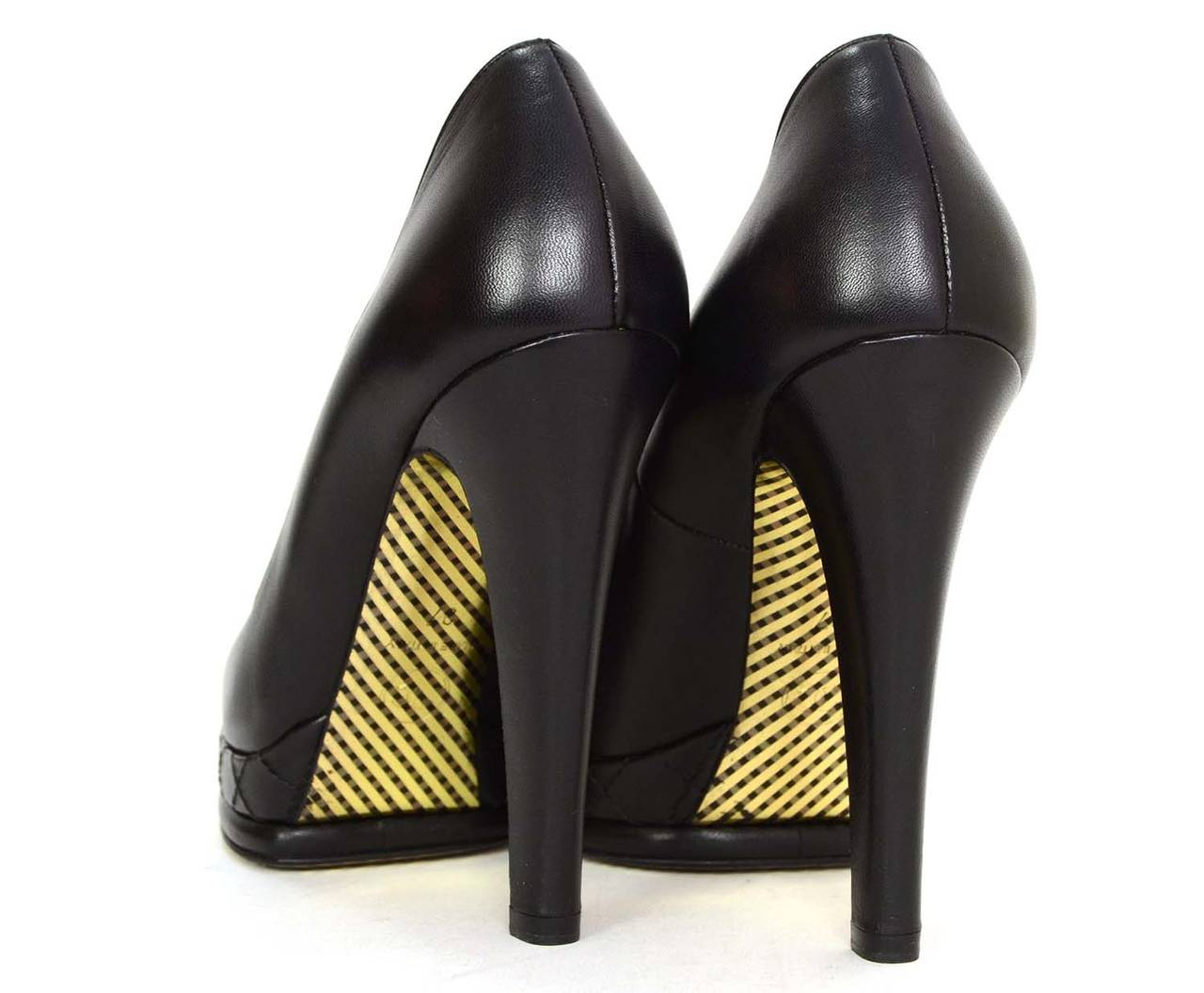 CHANEL Black Leather Round Toe Pumps sz 37 4