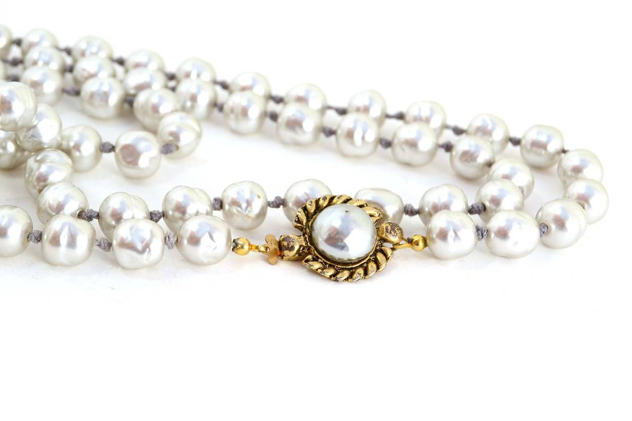 CHANEL Vintage '81 Grey Pearl Long Strand Necklace 3