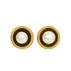CHANEL Vintage '50s-'60s Gold Black & Pearl Clip On Earrings