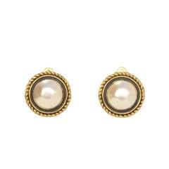 Chanel Vintage '50s-'60s Pearl Clip On Earrings