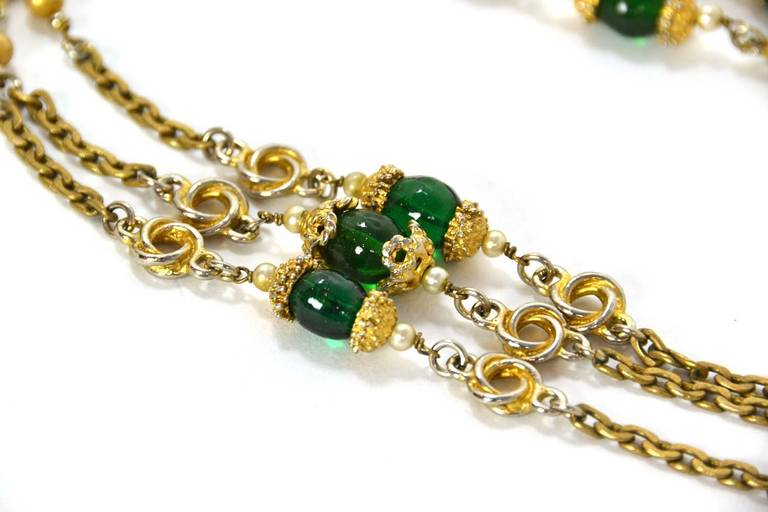 CHANEL 1983 X-Long Magnify Chain Necklace w/ Red & Green Gripoix Stones In Good Condition For Sale In New York, NY