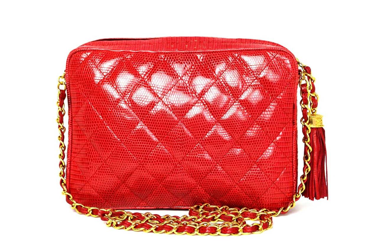 59e80b7bfb8c CHANEL Vintage 1987 Red Lizard Quilted Camera Bag w/ Tassel GHW In  Excellent Condition For