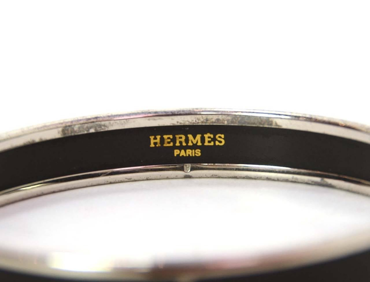 Hermes Black Enamel Caleche Horse and Carriage Bangle Bracelet PHW sz 70 In Excellent Condition For Sale In New York, NY
