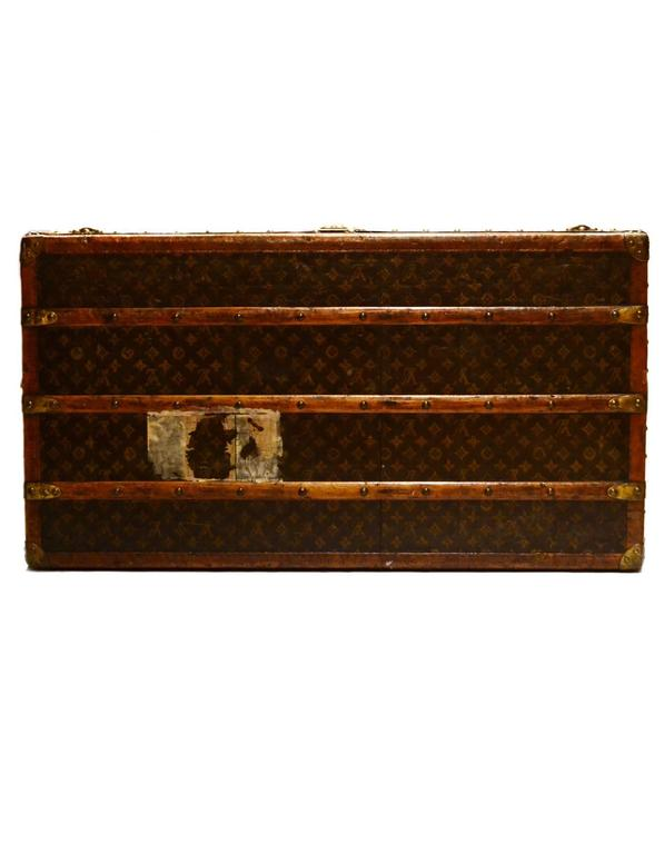 Louis Vuitton 1920's Vintage Monogram Rolling Trunk/Coffee Table w. Insert  In Good Condition For Sale In New York, NY