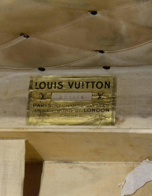 Louis Vuitton 1920's Vintage Monogram Rolling Trunk/Coffee Table w. Insert  For Sale 2