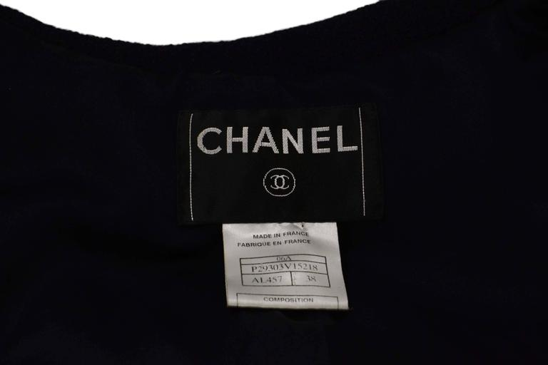 Chanel Navy Pleated Toggle Front Coat sz 38 In Excellent Condition For Sale In New York, NY